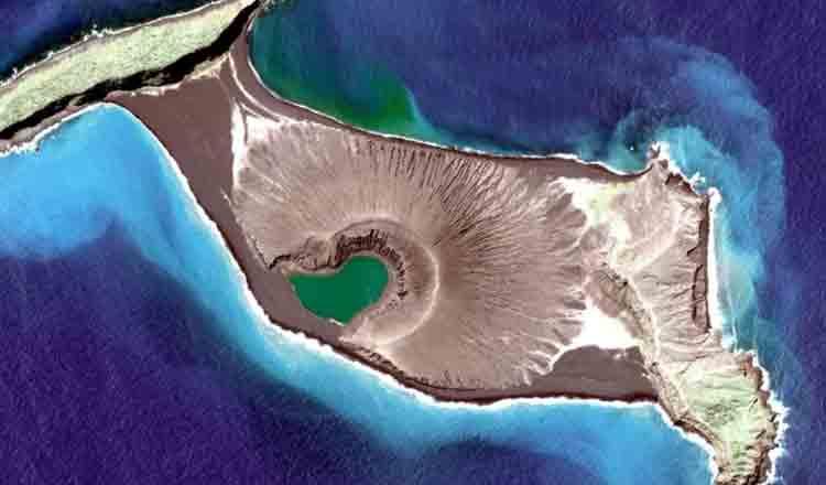 În Oceanul Pacific, de curând, a apărut o nouă insulă de care nimeni nu știe nimic!