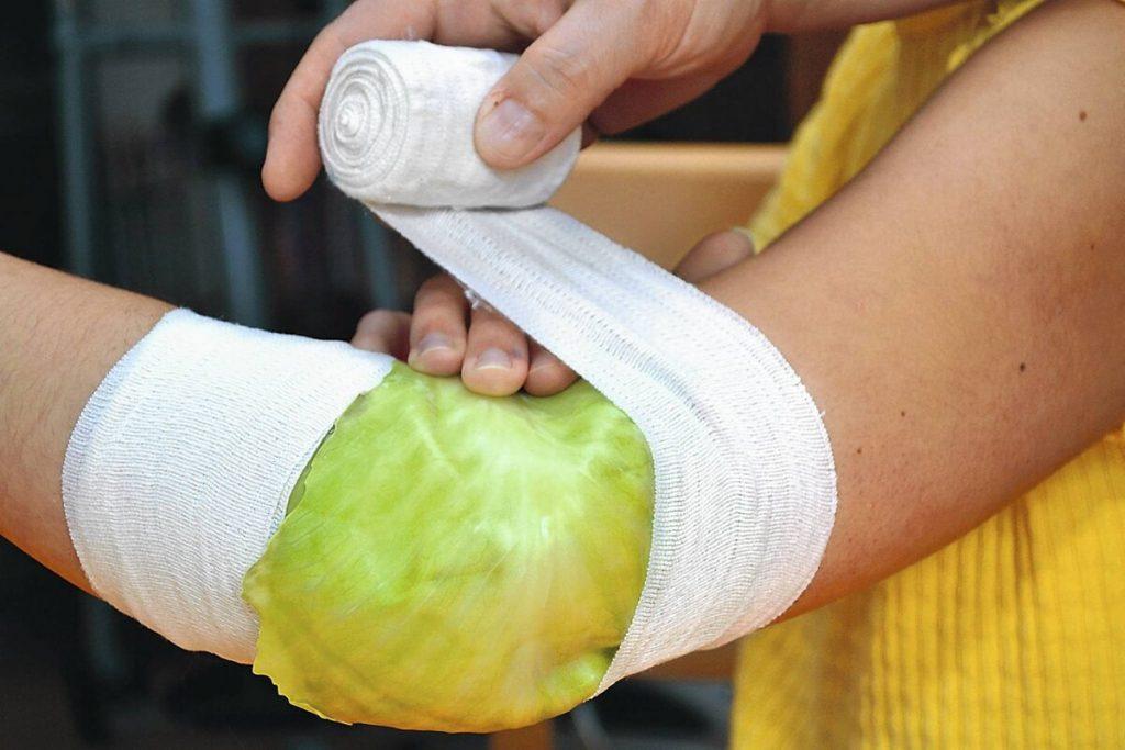 Rețeta naturală pentru tratarea durerilor – Cataplasmele cu varză și tărâțe