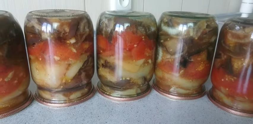 Roșii, vinete și ardei gras la borcan, pentru iarnă – Salată rapidă și gustoasă, pentru iarnă